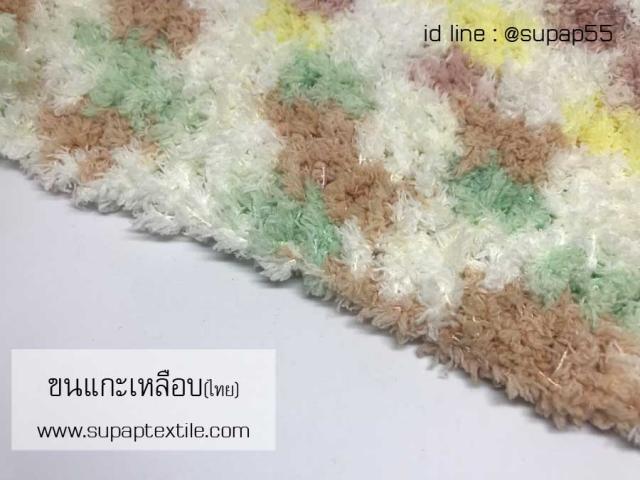งานถักผ้าพันคอจากไหมขนแกะเหลือบไทย